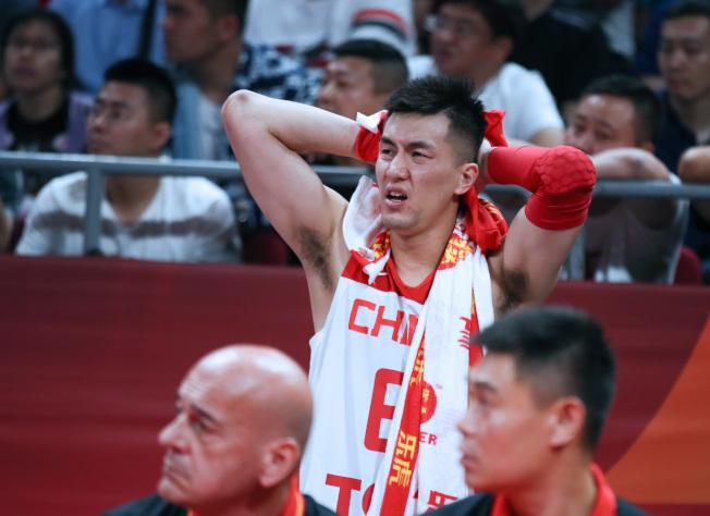男籃世界杯中國隊表現不佳,近日微博傳出球員郭艾倫「好友」曝其賽後心情差「吃不下飯」,之後又發文澄清「消息不實」。(新華社)
