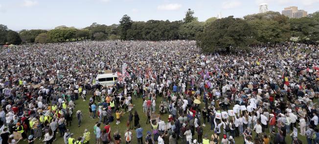 成千上萬澳洲人在雪梨集會,呼籲對抗氣候變遷。(美聯社)