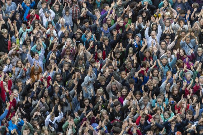 成千上萬德國人在佛萊堡集會,呼籲對抗氣候變遷。(美聯社)
