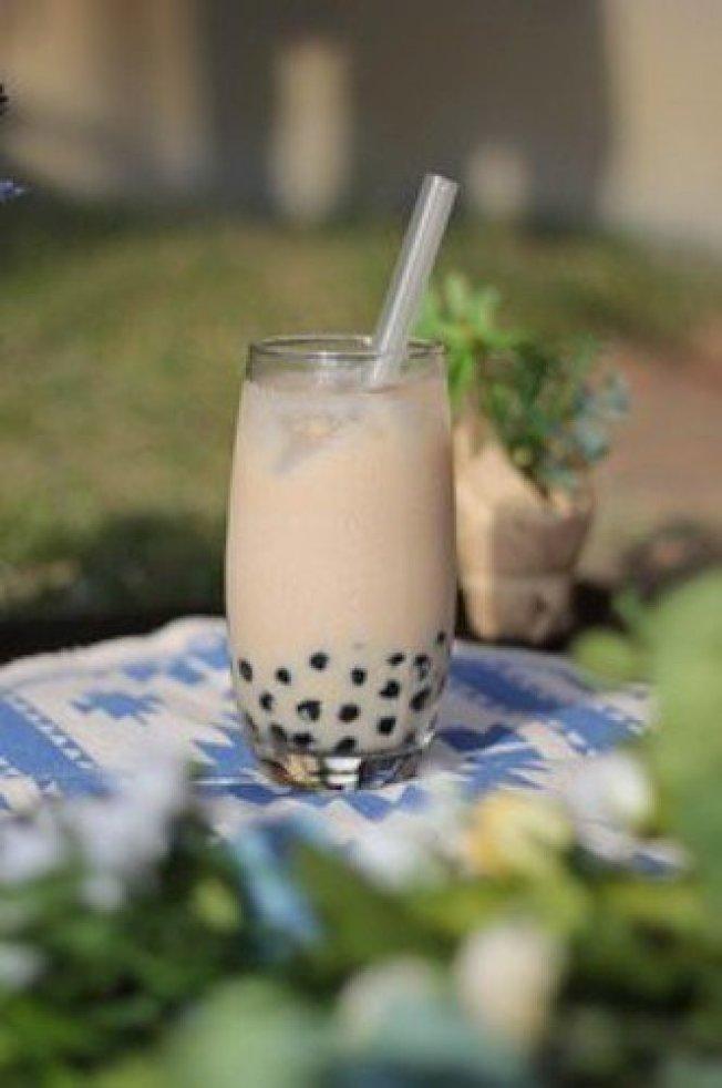珍珠奶茶的「珍珠」原料是木薯粉圓,在一般的食品材料行都可買到。圖/取自網路