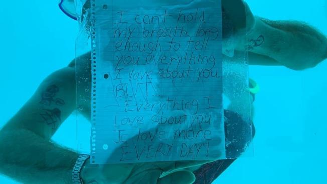 美國男子威伯在向女友進行浪漫的潛水求婚後,不幸溺斃水中。(翻攝自臉書@Kenesha Antoine)