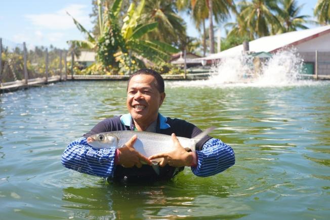 中華民國專家在吉里巴斯發展漁業技術。(朱文祥提供)