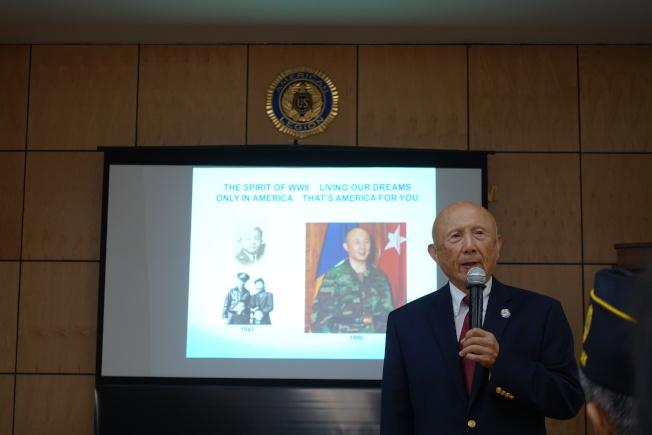 陳紹章表示「只有在美國,華裔鐵路工人後裔才可能有機會成為少將。」(記者金春香/攝影)