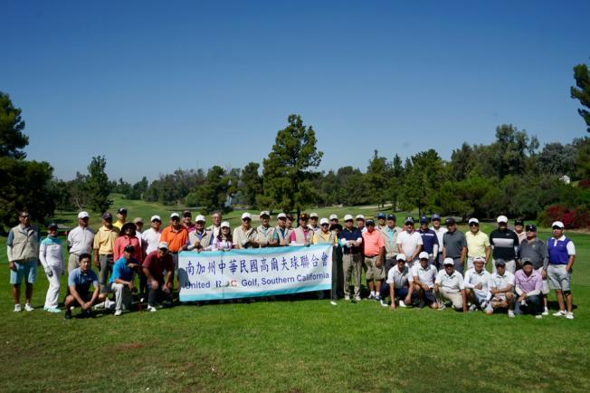 2019年國慶杯高爾夫球邀請賽部分球友合影。(記者陳開/攝影)