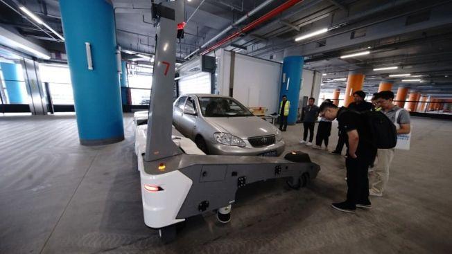 大興機場停車樓將引入自動導引停車機器人。(取材自北京晚報)