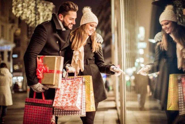 根據預測,從11月到明年1月的購物季期間,銷售額應該上升4.5%到5%之間。(Getty Images)