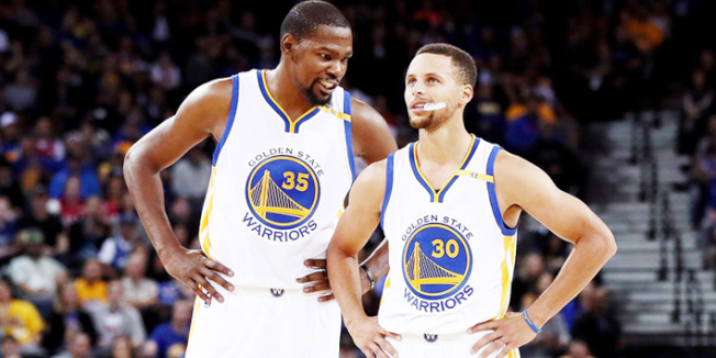 體育媒體ESPN做了一項「NBA十年來影響力最大球員」的民調,結果發現,獲票最多的前三人,分別是詹姆斯、柯瑞和杜蘭特;三人中,金州勇士占了兩人。(Getty Images)