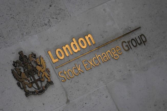 香港交易所併購倫敦證券交易所遭拒後,據傳聘請瑞銀遊說,繼續推動併購案。(路透)