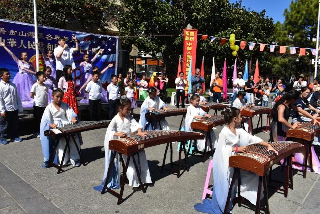 「我愛中華表演大舞台」安排了富有中華民族特色的表演。(記者黃少華/攝影)