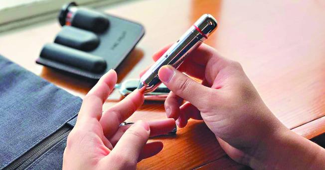 數位醫療新創公司利用智慧手機、醫療App和聯網血糖監測儀等科技,即時幫助糖尿病患者。(路透)