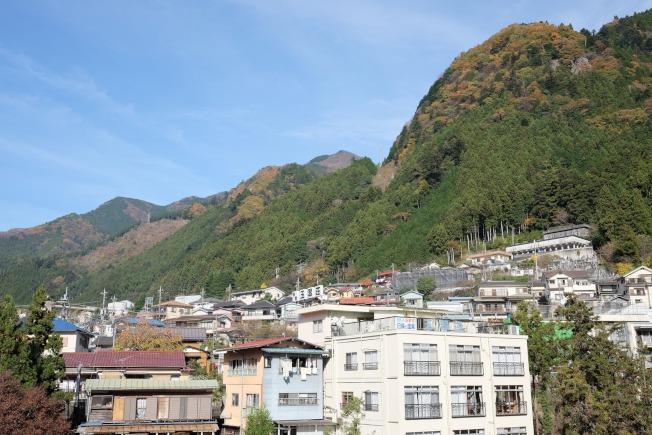 東京都最西端的奧多摩町出現愈來愈多閒置老屋。取材自微博