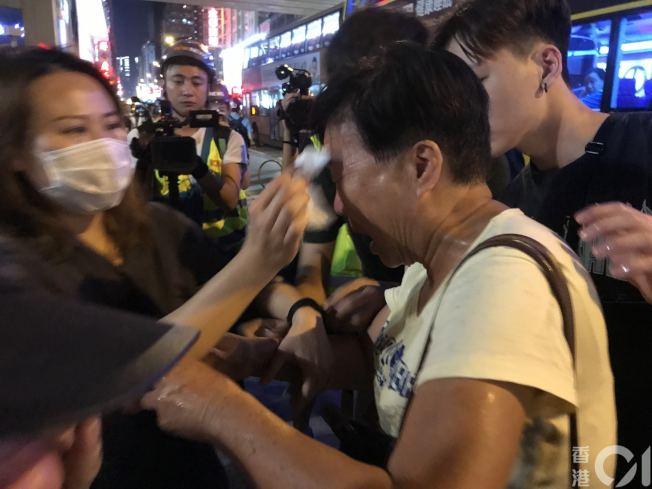 香港反送中持續,今在旺角警署外,多人「中椒」。圖/取自香港01