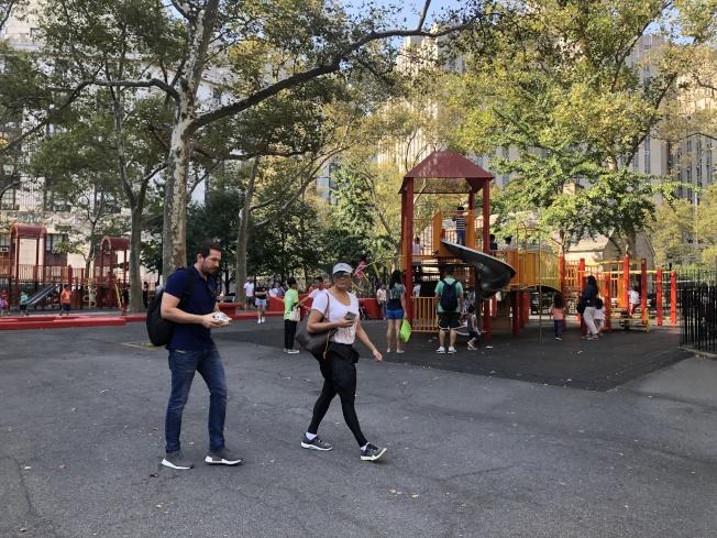 哥倫布公園是社區居民休憩的重要場所。(記者顏嘉瑩/攝影)