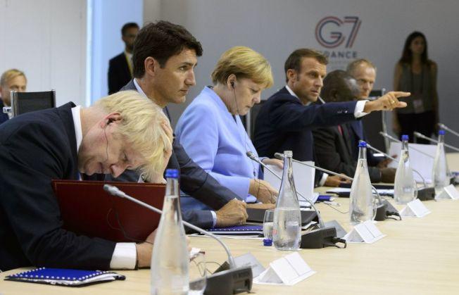 德法發起「多邊主義聯盟」,多國表態願意加入。圖為願意加入的各國領袖:英國首相強生(左起)、加拿大總理杜魯多、德國總理梅克爾、法國總統馬克宏在8月G7峰會上碰面。 (美聯社)