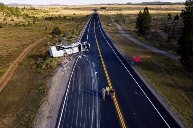 載有30名中國遊客的巴士,日前在猶他州發生嚴重車禍。(美聯社)