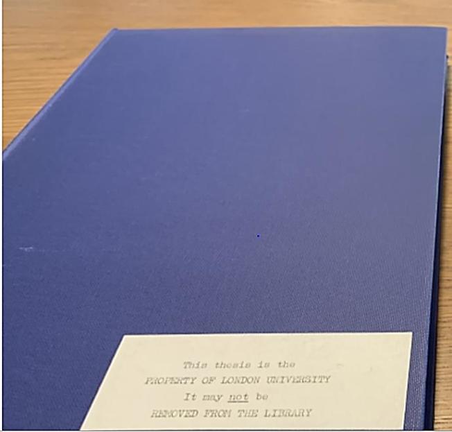 蔡英文同期同學Dr. N Rossi的博士論文,藍色外殼上的說明。(This thesis is the PROPERTY OF LONDON UNIVERSITY It may not be REMOVED FROM THE LIBRARY) 此照片為林環牆教授的報告Page 10, figure 1.。(徐永泰提供)