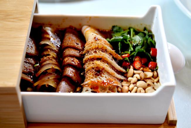 中國前十大菜系中,川菜最受民眾歡迎,圖為川菜中極具代表性的夫妻肺片。(中新社)