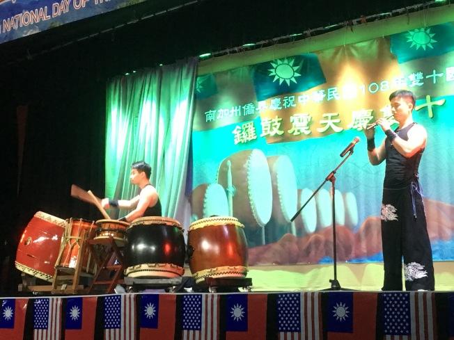 「御鼓坊」以傳統醒獅鼓法,表達遊子身處異地的思鄉情懷。(記者謝雨珊/攝影)