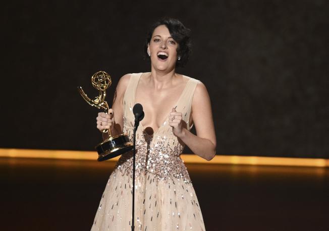 第71屆艾美獎22日晚間在洛杉磯微軟劇院舉行。圖為女星菲比沃勒布里奇以「倫敦生活」接連獲得最佳喜劇類影集編劇和最佳喜劇類影集女主角。(美聯社)