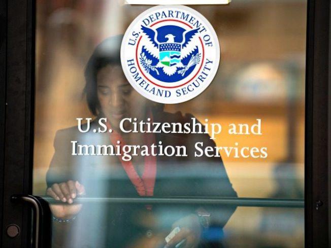 自2014年以來,美國已核發超過20萬外國公民E-2簽證,但其年滿21歲的子女卻不能在美國合法居留。(路透)