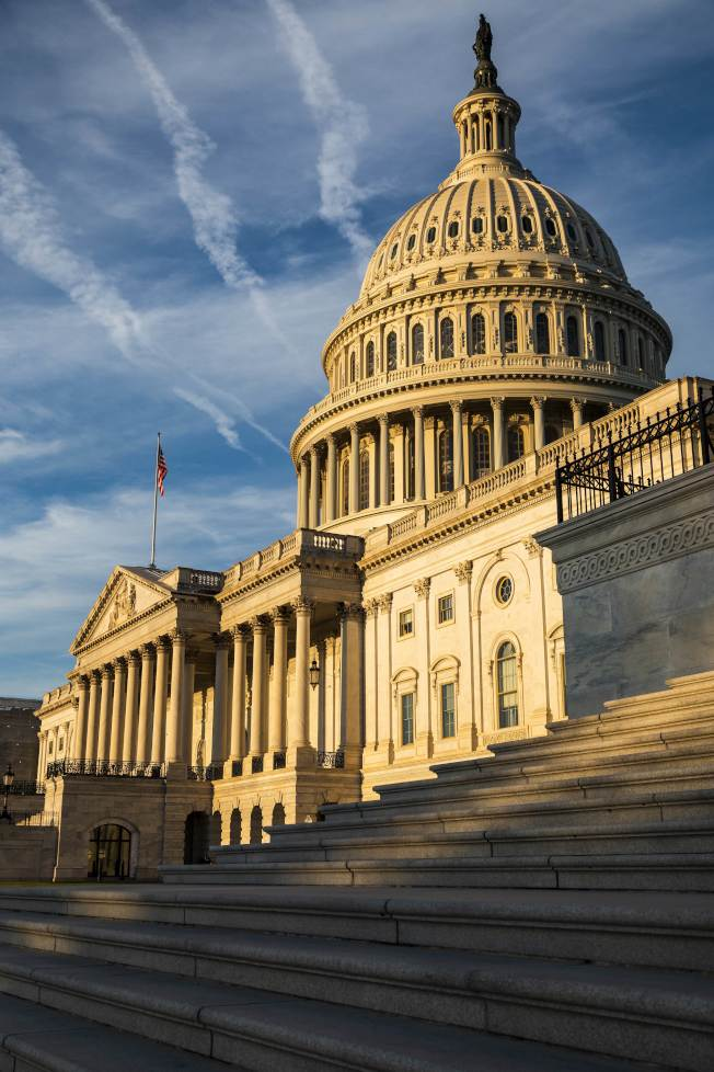 眾院議長波洛西宣布啟動彈劾川普總統程序,兩黨將在國會議場展開攻防戰。圖為美國國會。(Getty Images)