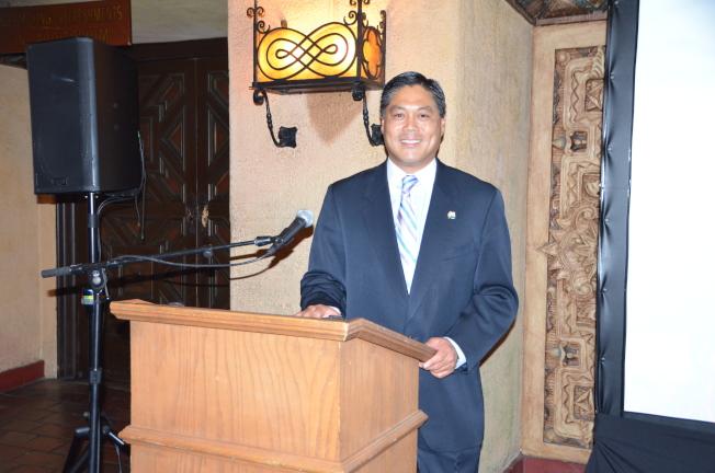 聖蓋博市華裔市長卜君毅發表市情咨文,強調基礎設施建設和城市經濟發展是工作重點。(記者王全秀子/攝影)