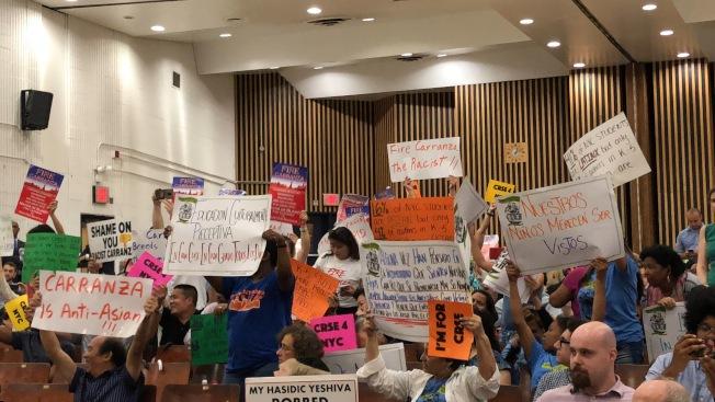 華裔家長一直站在反對特殊高中錄取改革和要求教育總監下台的前線。(記者金春香/攝影)