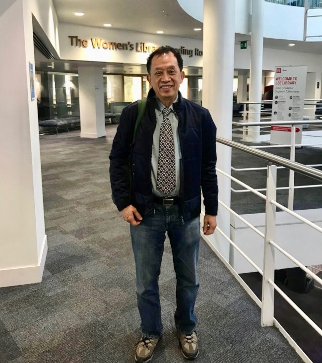 徐永泰博士於9月13日前往英國倫敦政經學院婦女圖書館閲覽蔡英文總統論文。(徐永泰提供)
