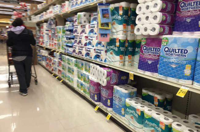 有些家用品大量采购省钱省时,例如卫生纸。(Getty Images)