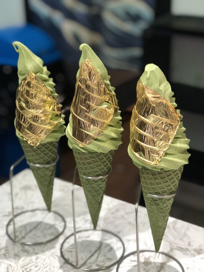 「Asian Bites」亞洲美食展覽網羅最高人氣美食,金箔抹茶冰淇淋滋味香濃還有亮晶晶的外衣。(取自活動官網)