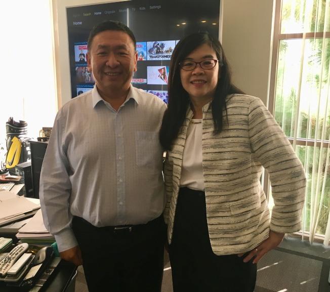 世界日報社長于趾琴(右)拜會Vizio創辦人王蔚。(記者尚穎/攝影)