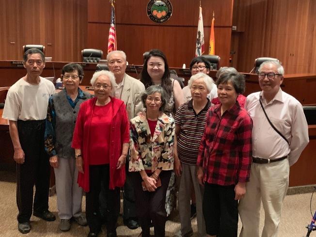 定居聖塔安那市的華裔長輩到場祝賀。(本報記者/攝影)