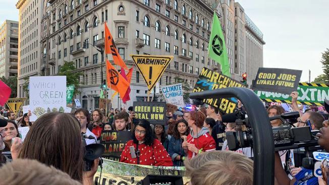 本次抗議活動已是華府9月下旬以來第三場關於氣候變化的大型抗議。(記者張筠 / 攝影)