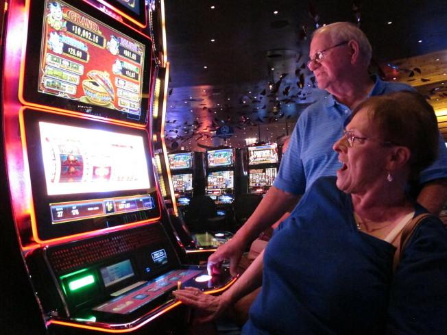 會計師提醒上賭場的民眾,不論輸錢贏錢,都要詳細報稅。(美聯社)