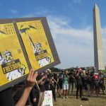 挺港反極權 華府逾百人穿黑衣示威