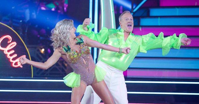 前任白宮發言人史派瑟(Sean Spicer)參加最新一季舞蹈比賽實境節目「與明星共舞」(Dancing with the Stars),16日晚間登台亮相,表現讓評審及網友目瞪口呆。圖取自The Cut推特