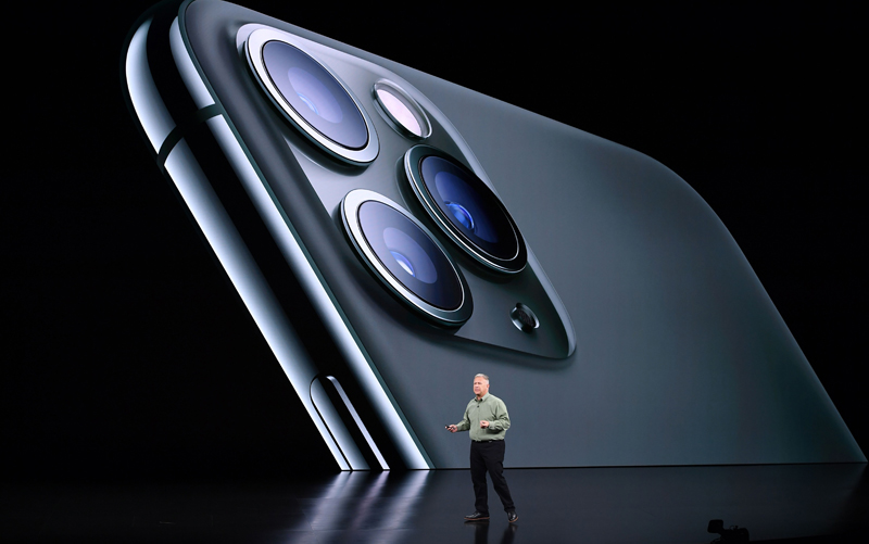 iPhone背面採用了全新的三鏡頭相機。(Getty Images)