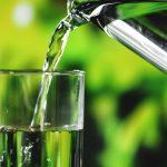 工人大量喝水後全身抽搐倒地 熱天補水有竅門