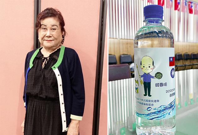 洛城僑民張金翼(左)她自掏腰包9320美金元,購買2萬瓶裝水,並在瓶子上粘貼支持韓國瑜的廣告(右),表達對中華民國的支持。(記者高梓原/攝影)