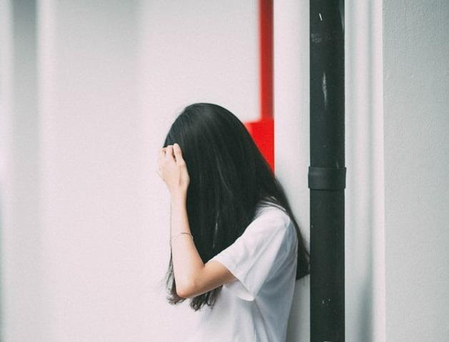 一名紐約華裔男子涉嫌性侵16歲女兒,他罹患乳癌的妻子上庭指控他。示意圖,非文中當事人。(unsplash)