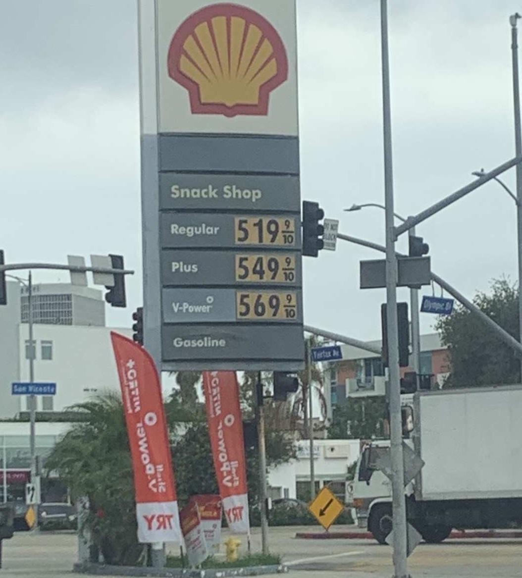 南加州油價破5元。記者張宏攝
