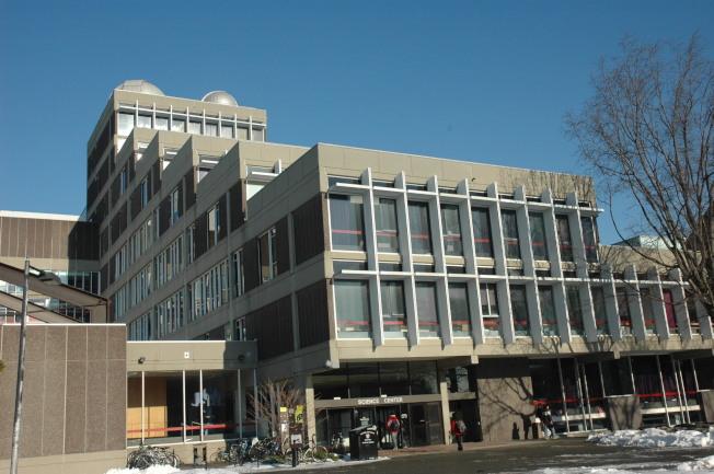 哈佛大學科學大樓造型古樸厚重。(記者丁曙/攝影)