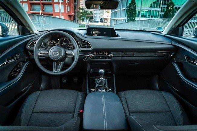 提供了Bose音響套件、360度環境攝影、方向盤加熱功能以及多項駕駛輔助系統。(Mazda)