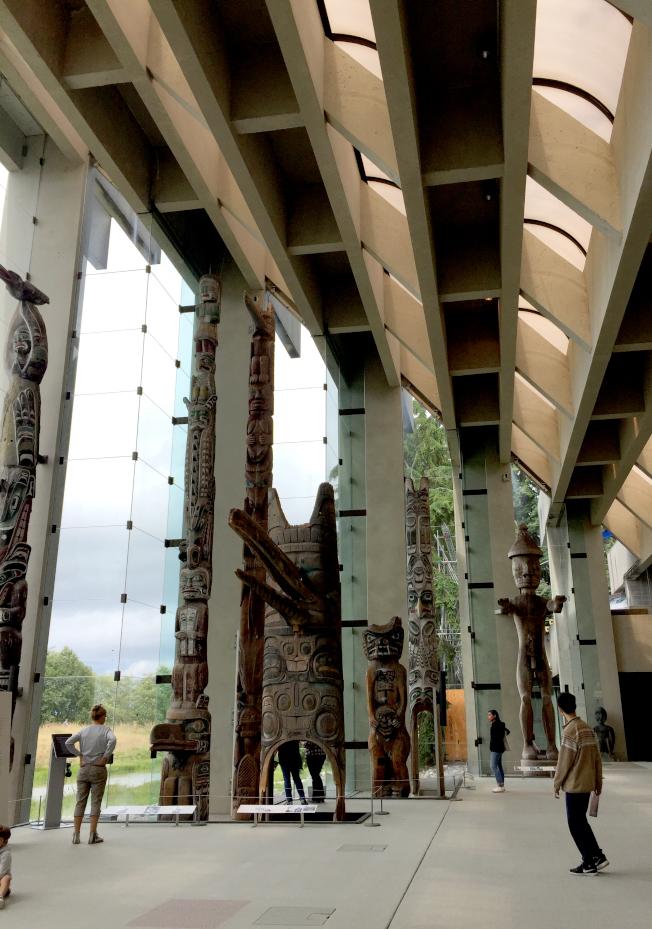 人類學館大廳的圖騰柱。
