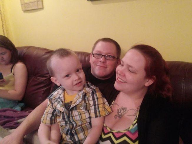 克萊茲(右)擔心兒子康諾(左)會因他的與眾不同而遭人欺負,但現在有克利斯安作伴,稍微安心。(取自臉書/April Crites帳戶)