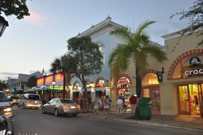 海明威經常光顧的「邋遢喬酒吧」。