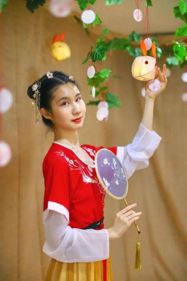 北京舞蹈學院學生王玖(化名)身穿漢服。(取材自新京報)