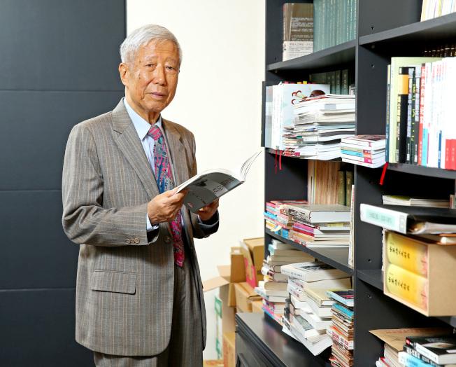 張作錦健筆如椽,著作13本,88歲再出回憶錄《姑念該生》。(林澔一/攝影)