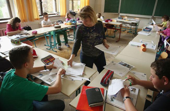 家長登記要到教室當義工卻臨時缺席,會造成老師困擾。(Getty Images)