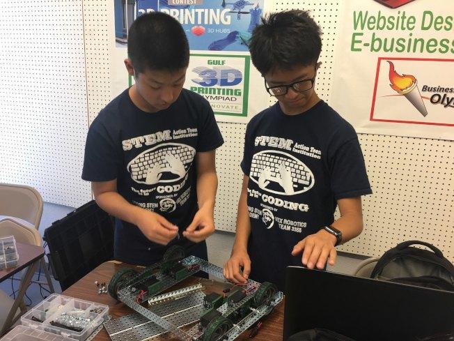 科嶺電腦數理學院機器人設計組裝